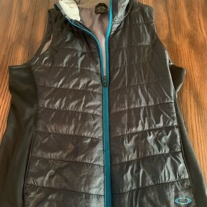 Oakley Vest with tucked hood size XL